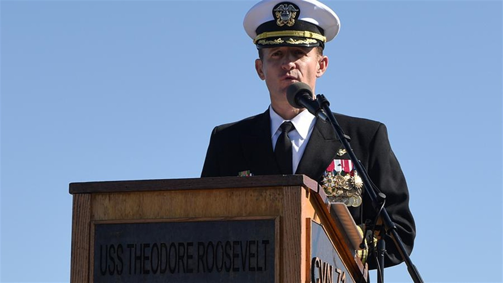 Photo of COVID-19: Trump support the removal of US aircraft carrier captain due to Coronavirus crisis