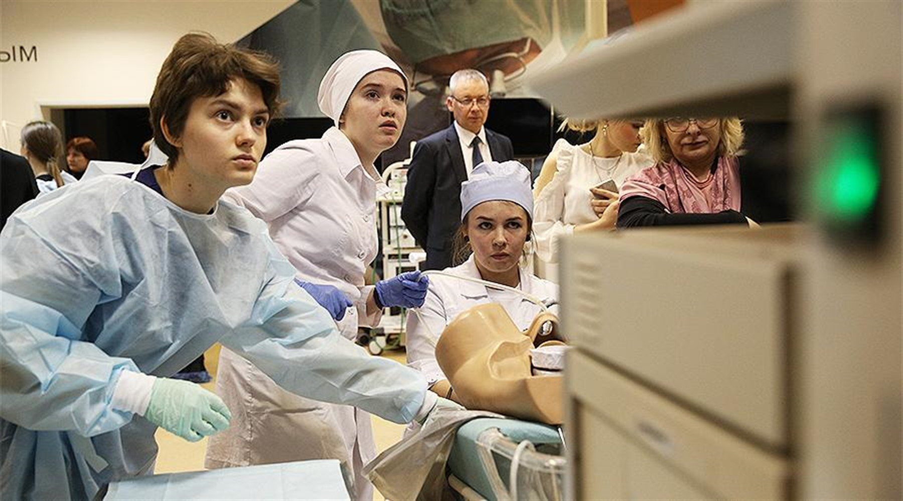 Photo of Medical students in Moscow promises a salary of 100 thousand rubles for fighting COVID-19