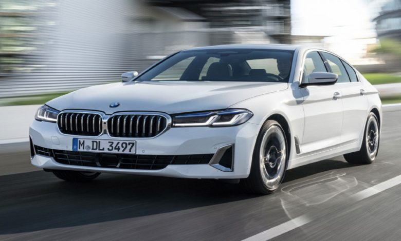 The restyled family of the fifth G30 series is immediately presented almost in its entirety: sedan, station wagon, petrol and diesel variants, hybrids