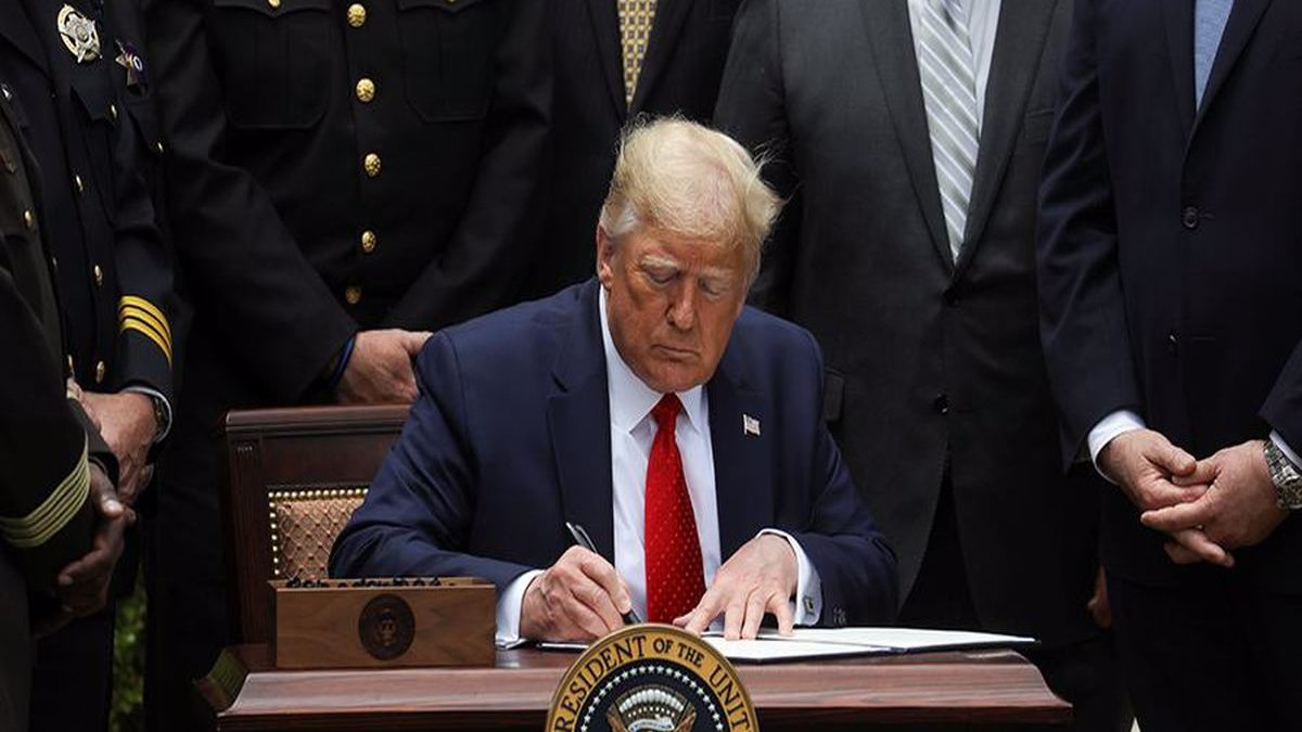 Photo of Trump signs bill on sanctions for harassment of Uighurs in China