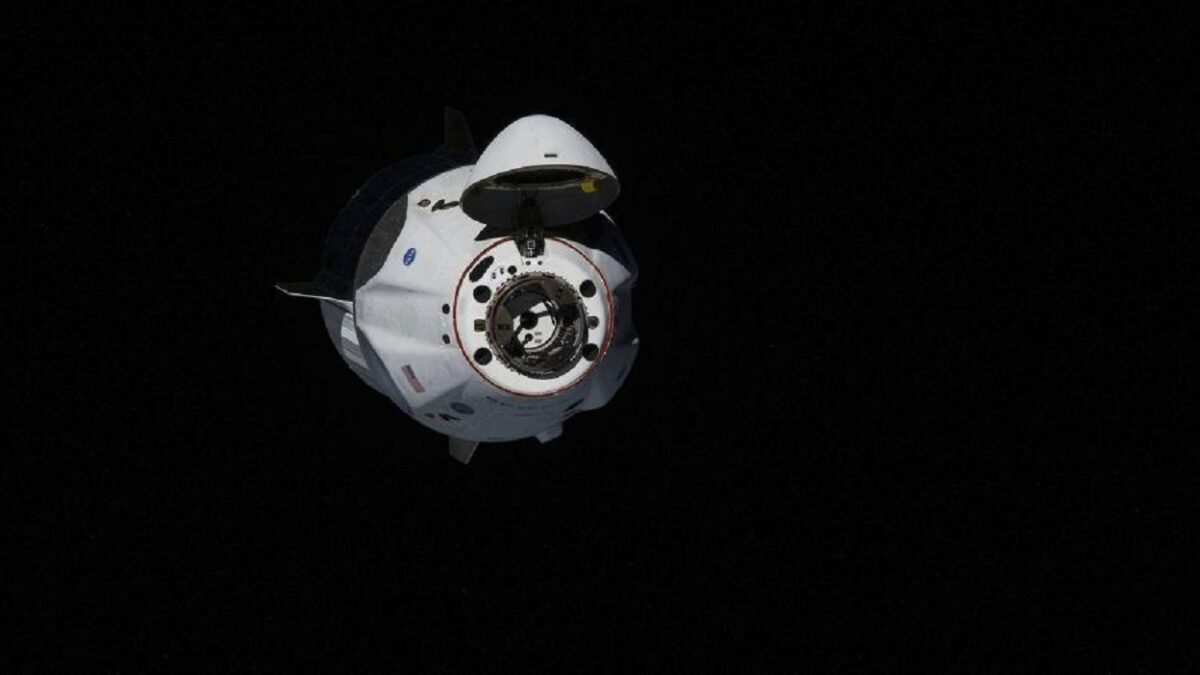 The American manned Crew Dragon spacecraft with two astronauts, Doug Hurley and Bob Benken, will return from the ISS to Earth in August. This was announced