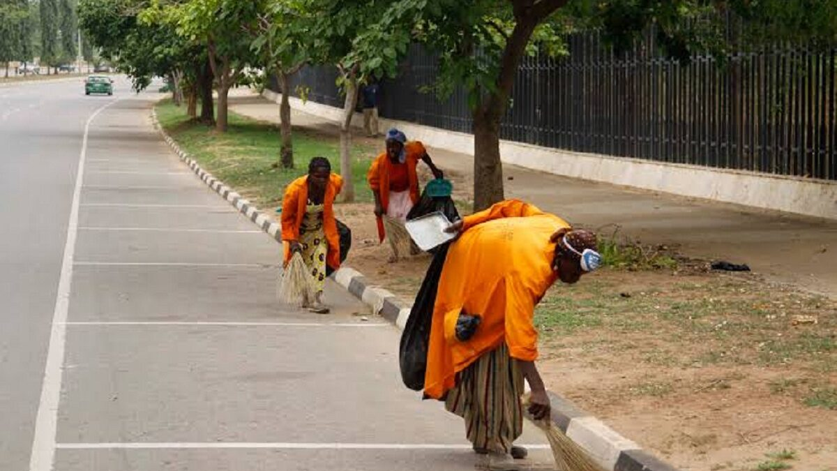 Lagos State Government: We approved N25,000 for street sweepers but contractors paid N5,000