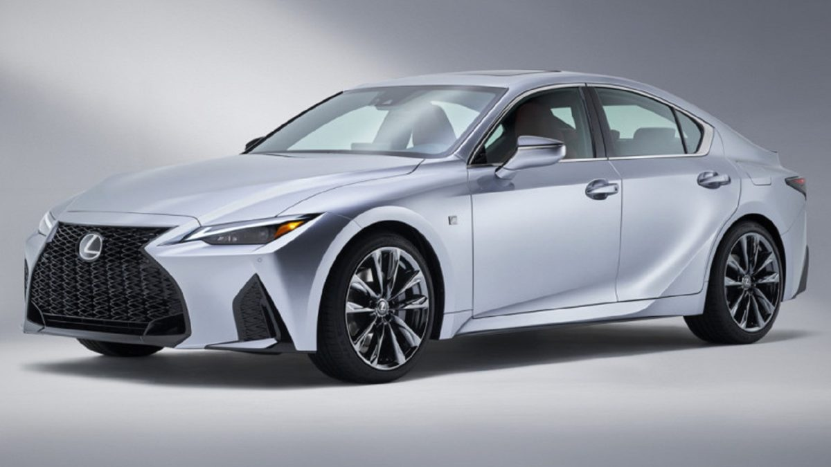 Photo of New Lexus IS: first photos on the eve of its debut