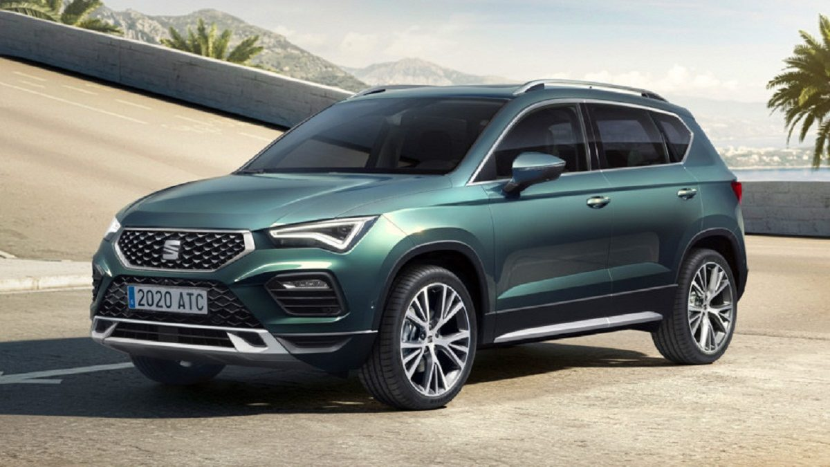 Four years ago, the Seat Ateca became the first crossover in the history of the Spanish brand. This is the closest relative of the Volkswagen Tiguan and Skoda Karoq models,