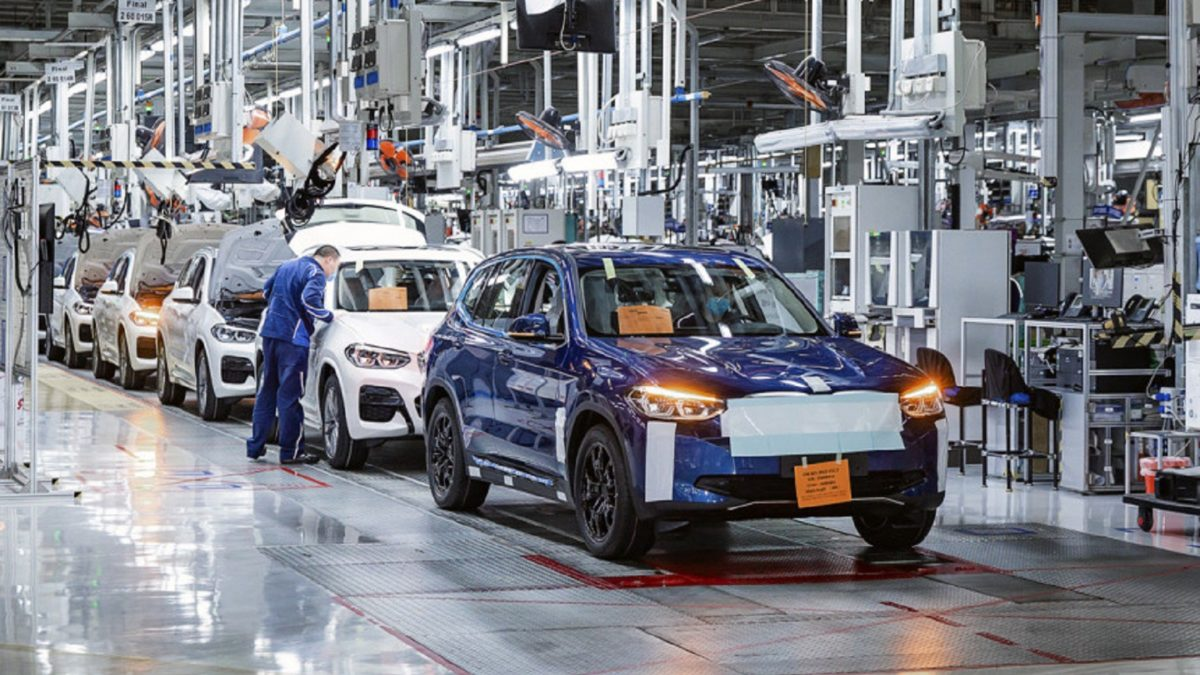 Photo of Electric crossover BMW iX3 is preparing to get on the conveyor