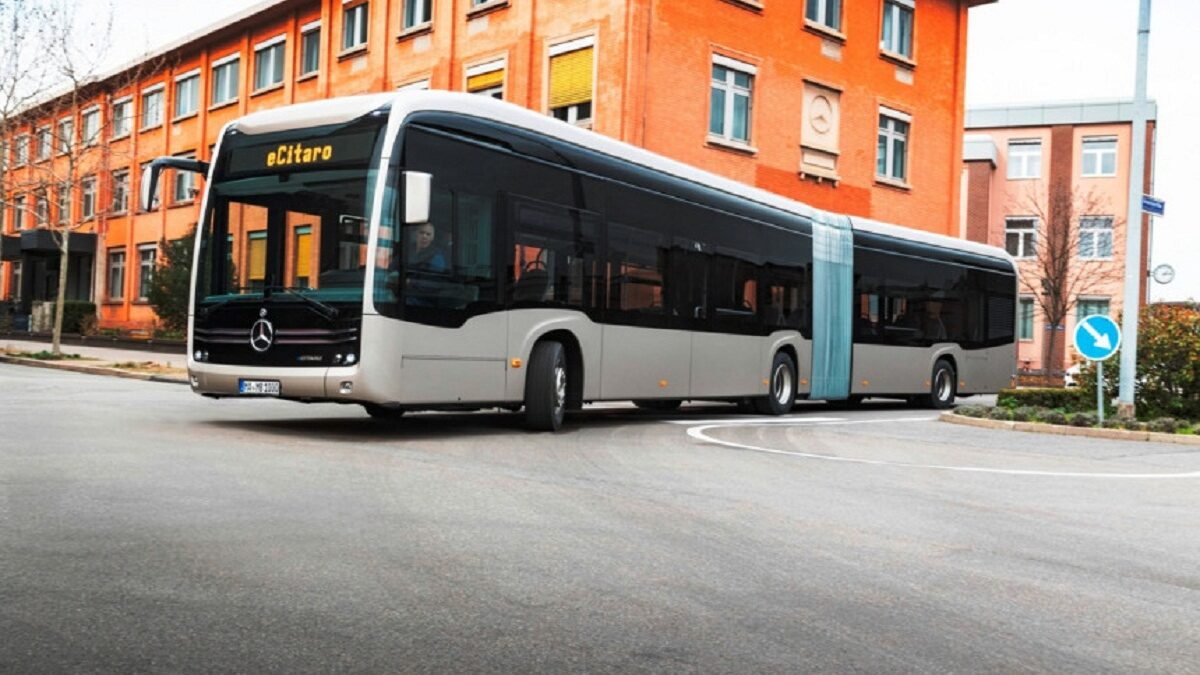 Photo of The Mercedes eCitaro g articulated electric bus is presented