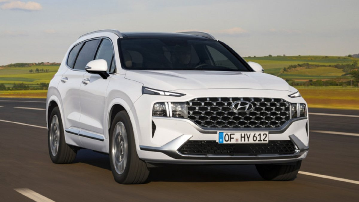 The current fourth-generation Santa Fe debuted just over two years ago, but Hyundai has already prepared an updated version. Moreover, the modernization