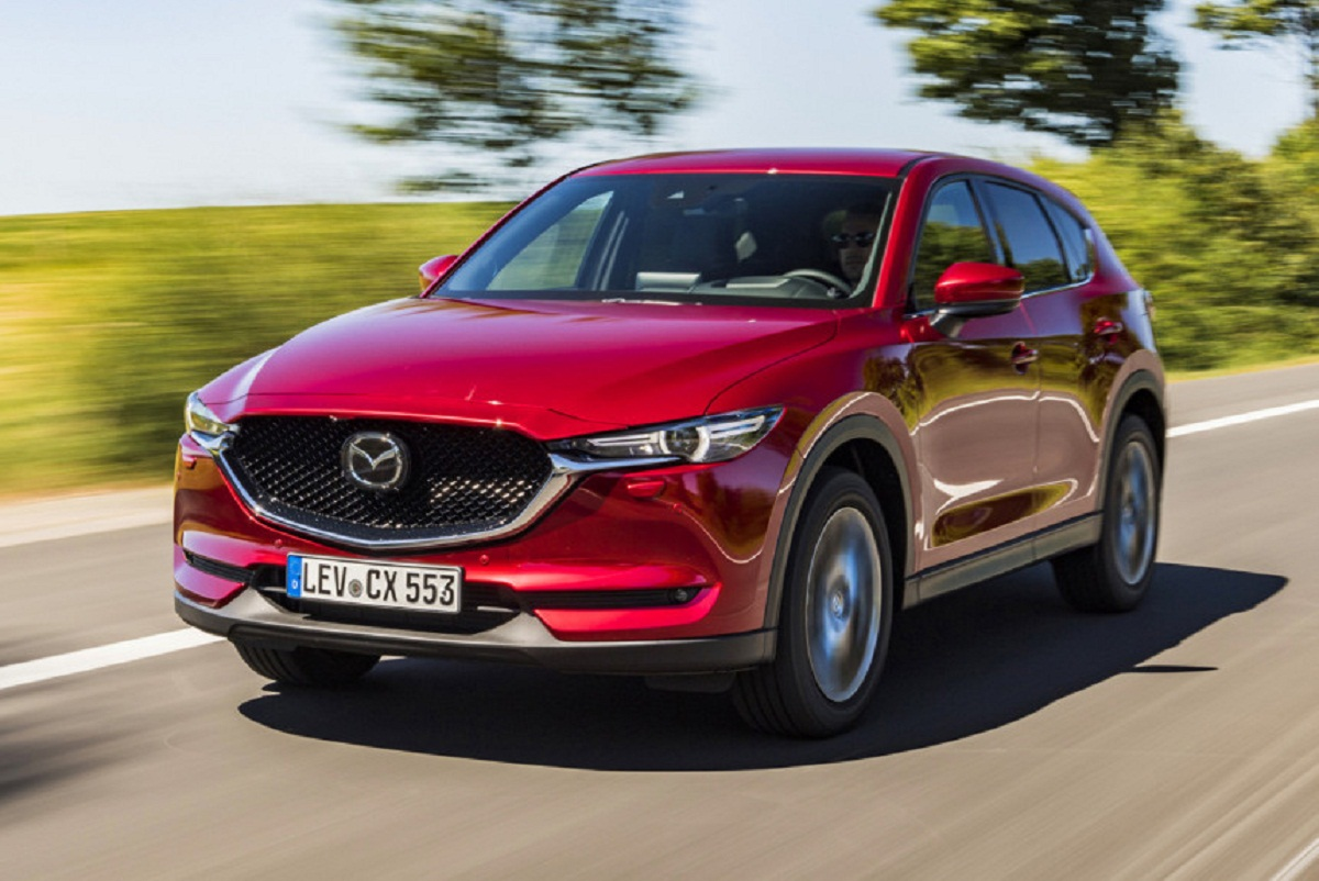 While the modified Mazda CX-5 is presented only in the European specification, and the engine range here remains the same: alas, the 2.5 petrol turbo engine that the Japanese versions have, buyers in the Old world are not allowed. The local set includes the 2.0 (165 HP) and 2.5 (194 HP) atmospheric engines, as well as the 2.2 turbo diesel in two versions (150 or 184 HP)