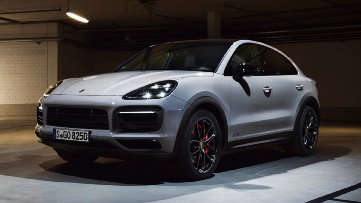 According to the tradition of Porsche, the GTS prefix relies on modifications with the most evil and sporty character. In the new generation Cayenne crossover, it