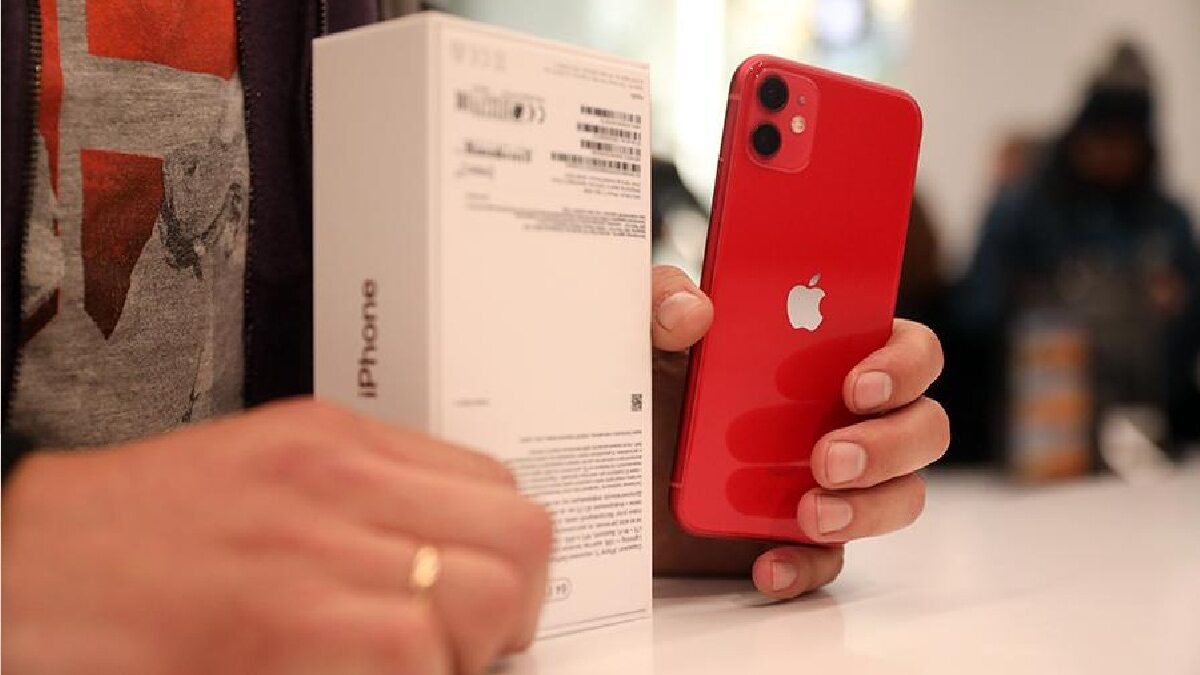 Apple aaApple's capitalization exceeded $ 2 trillion for the first timennounced the postponement of the release of new iPhones