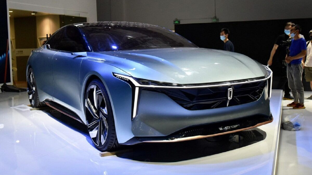 Another such creation is the FAW Bestune B2, Concept sedan, whose main task is to identify a new design direction for the company's passenger models.
