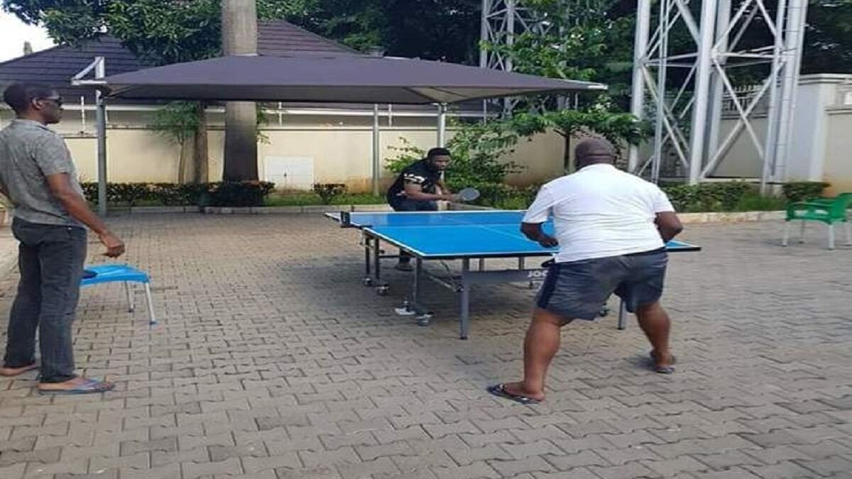 Okezie Ikpeazu, Abia Governor, plays table tennis with doctor in isolation centre