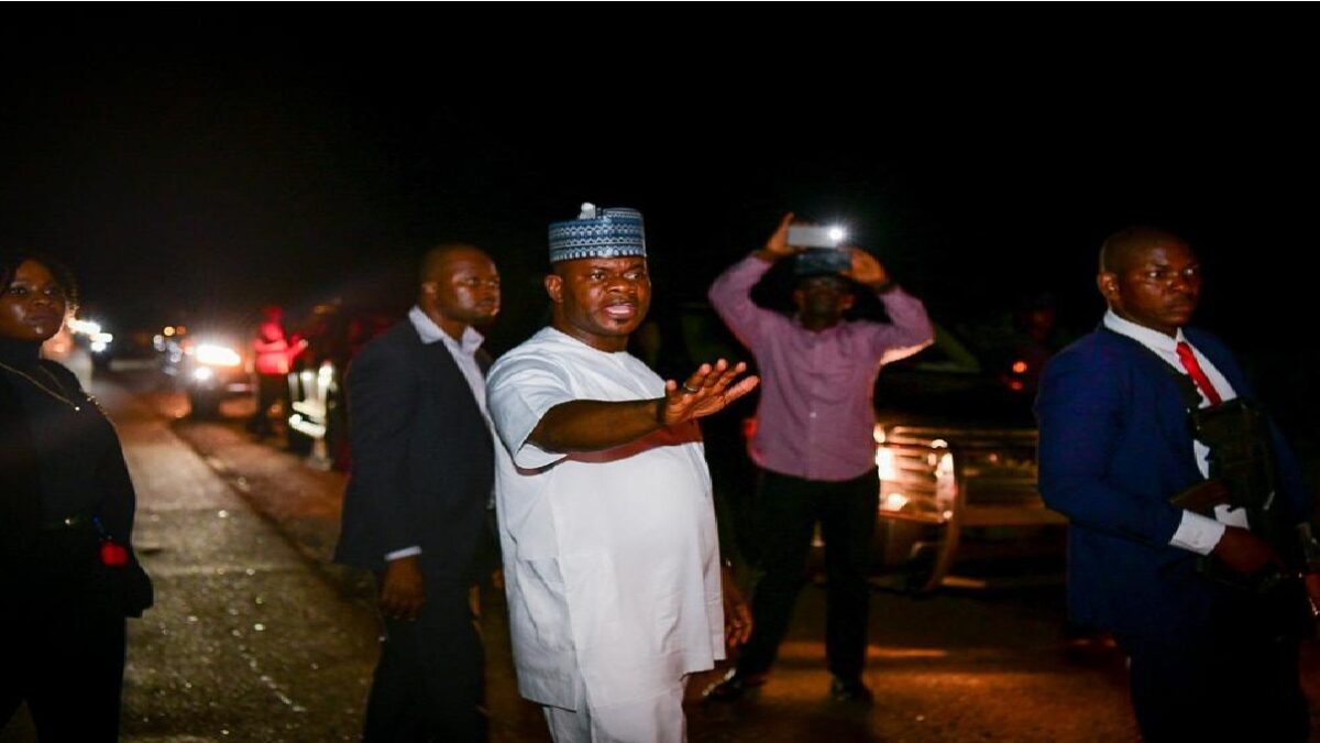 Governor Yahaya Bello Controlling Traffic On Lokoja-Abuja Road