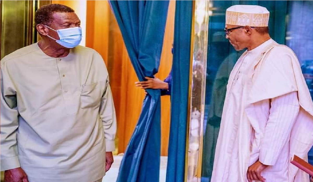Adeboye visits Aso Rock, holds private meeting with Buhari