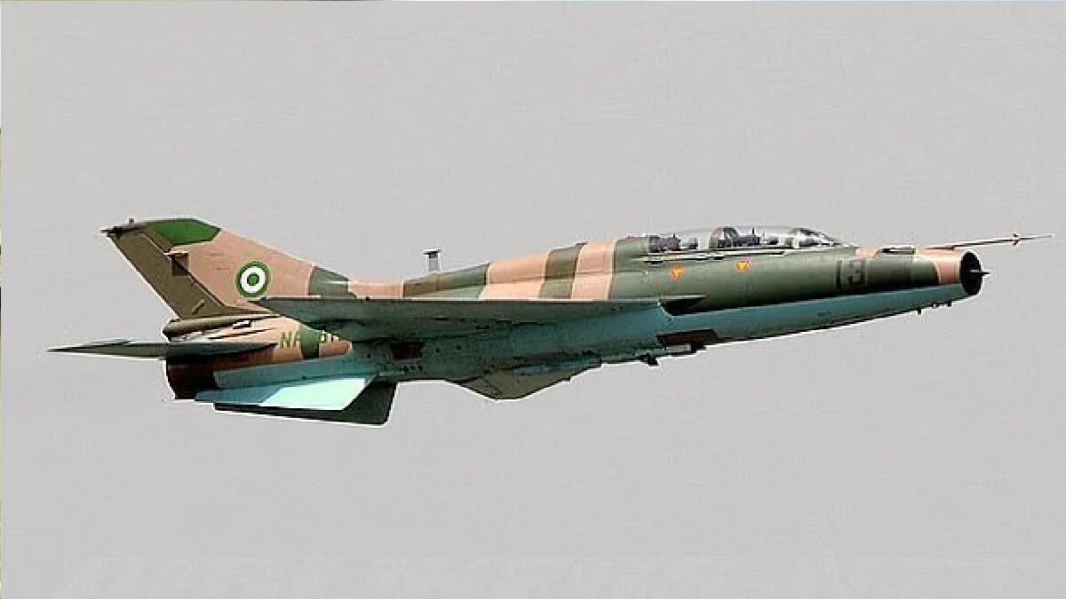 Watch how the Nigerian air force dropped bombs on Boko Haram militants (video)