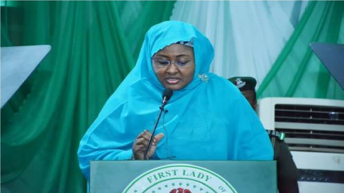 President Buhari's Wife, Aisha, Daughter, Hanan & Fellow passengers Escape Air Crash