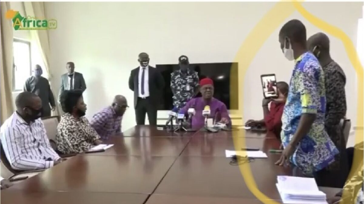 Femi Fani-Kayode blasts journalist, calling him stupid in Calabar during press conference(Video)