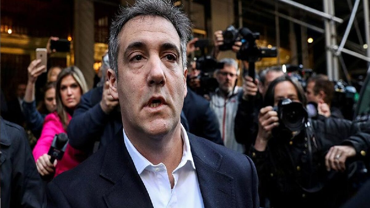 Photo of Trump's former lawyer accused him of ties to Russia