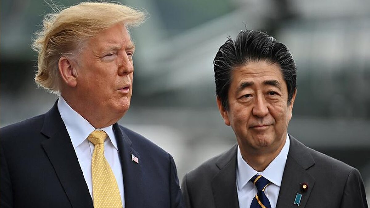 Photo of Trump in conversation with Abe called him the greatest prime minister of Japan