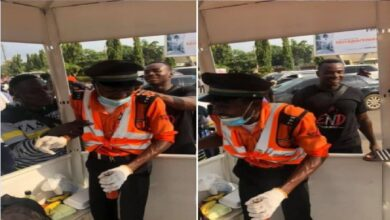#EndSARS protesters have narrated how their act of kindness moved an Abuja traffic warden to tears, Globalgistng reports.