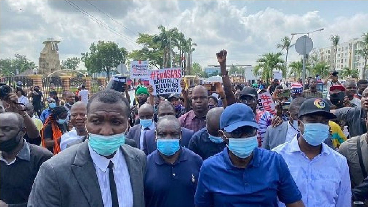 Lagos governor Sanwo-Olu joins #EndSARS protests, Meet IGP(PHOTOS)