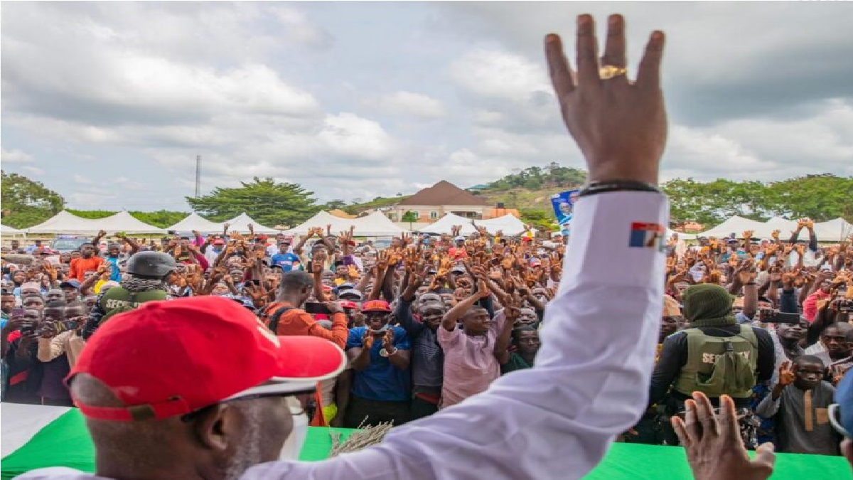 Akeredolu, candidate of the All Progressives Congress (APC), secured a total of 292,839 while Eyitayo Jegede of the Peoples Democratic Party (PDP) garnered 19,3585 votes, leaving  margin of .