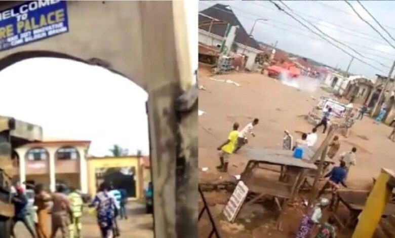 Angry mob chases Osun monarch away, seals Palace