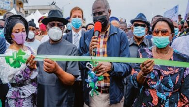 Hon. Minister of Works and Housing, Mr Babatunde Fashola,SAN(2nd right) and Governor of Rivers State, Nyesom Wike(left),Deputy Governor of Rivers State, Mrs Ipalibo Harry Banigo(right) ,Mrs Wike(left) and others during the Commissioning of Rebisi Flyover Bridge at Rebisi Junction, Aba Road, Port Harcourt on Saturday 7th November 2020.