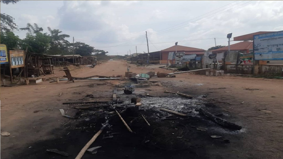 Two feared dead, palace razed over land tussle in Ondo