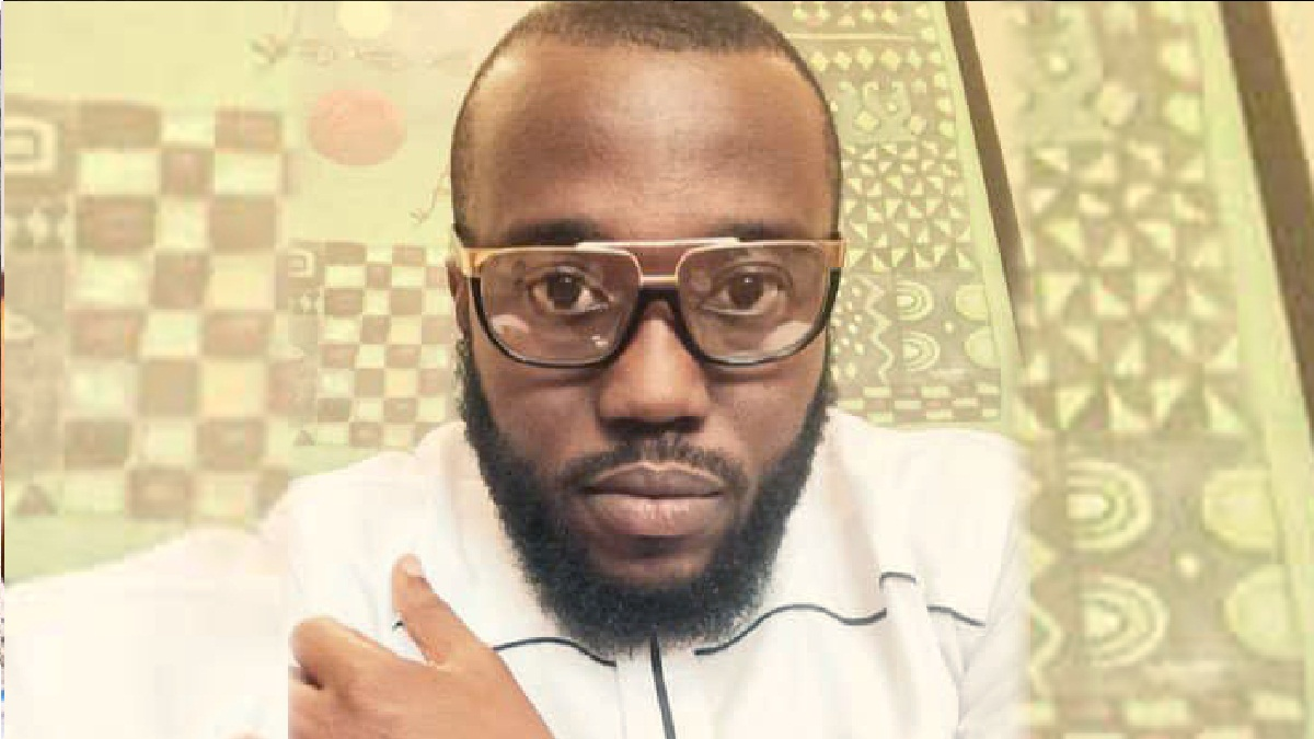 The police in Abuja, on Friday, February 26, have arrested a famous anti-Buhari social media critics, moments after invading his residence to inflict a trauma upon his family.