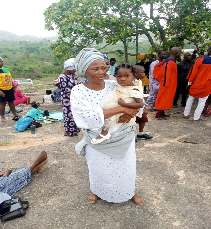 A woman gives birth after 38 years of marriage in Ekiti